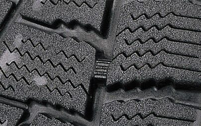 スタッドレスタイヤ、その寿命を判断するポイント 溝の深さとプラットホーム