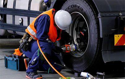 トラック・バス用タイヤのスタッフが「タイヤメンテナンスサービス」の頂点を目指す、第8回技能グランプリを開催。