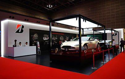 東京モーターショーのブリヂストンブースをご紹介!10月28日(土)には今年のインディ500を制覇した佐藤琢磨選手と同2位のエリオ・カストロネベス選手のトークショーも開催します!