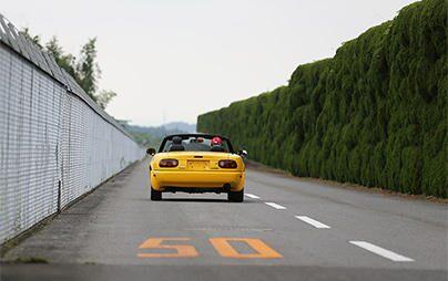 今なお愛される名車 マツダ初代ロードスターのタイヤ「SF325」 その開発の裏側で(2/2:後編)
